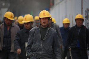 仕事へ復帰しなければ処罰すると中国政府が労働者たちに警告
