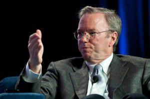 グーグルの元CEOエリック・シュミット氏は、ファーウェイが通信データを北京に転送していることは「疑いようがない」と発言